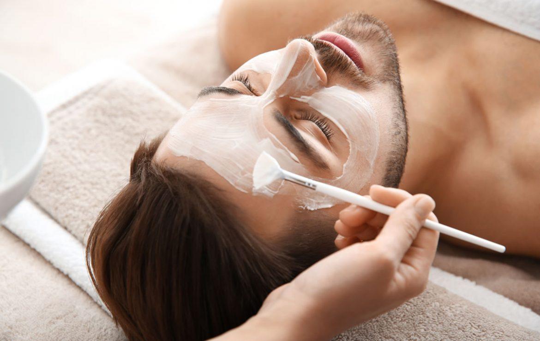 Cómo cuidar la piel de tu rostro este invierno. Los mejores tips y productos para hombres